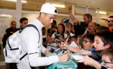 Hành quân đến Alaves, Ronaldo tích cực ký tặng NHM