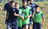 Chủ tịch tuyên bố 'đầu hàng', cầu thủ Napoli vẫn nỗ lực tập luyện