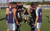 Sao Barca bị đồng đội hành trong ngày sinh nhật