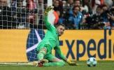 'Cô hồn' đeo bám, thủ môn người hùng của Liverpool dính chấn thương