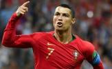 Huyền thoại MU 'khó thở' sau cú sút phạt đẳng cấp của Ronaldo