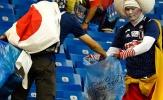 Đội nhà thua trận, CĐV Nhật nén nỗi đau nhặt rác ở SVĐ trước khi về