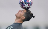 Ronaldo ra đường giữa mùa dịch, bạn gái hoảng hốt che mặt