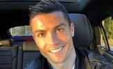 Ronaldo cười tươi quên đi thất bại