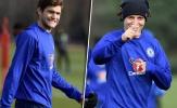 Được cho nghỉ, nhưng Luiz và Alonso vẫn hớn hở luyện tập cùng Chelsea