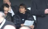Chùm ảnh: Conte đeo kính tri thức, xem giò sao trẻ