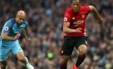 Hòa M.U, Pep Guardiola nổi đóa với hàng thủ 'toàn ông già'