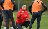 Wenger đứng ngồi không yên trước thềm Derby London