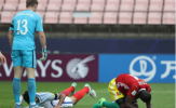 Các cầu thủ châu Phi ngã gục thất vọng dù được biếu không bàn thắng