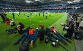 Dàn paparazi nằm rạp trước độ hot của Ajax