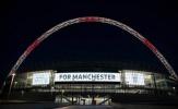 Wembley sáng đèn hướng về thành Manchester