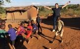 Chùm ảnh: Sao Bayern sang châu Phi làm từ thiện