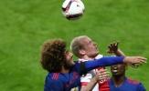 Marouane Fellaini một mình 'cân' hàng tiền vệ Ajax