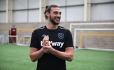 Carroll cười tít mắt trong ngày West Ham trình làng áo đấu mới