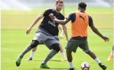 CĐV Arsenal sợ 'quả tạ' Per Mertesacker