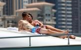 Jamie Vardy tình tứ bên cô vợ Rebekah ở Dubai