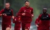 Vừa tới Đức, Liverpool đã vội 'đội mưa' lao vào tập luyện