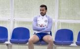 Pedro âu sầu nhìn các đồng đội tập luyện trước đại chiến với Tottenham