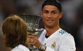 Ronaldo ngạo nghễ trên khán đài, nhìn đồng đội hành hạ Barca