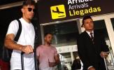 Sao Arsenal ăn mặc cực chất ngày về Tây Ban Nha