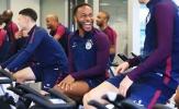 Sterling cười 'ngoác mồm' ngày hội ngộ đồng đội