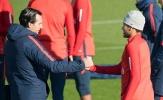 Thân mật với HLV PSG trên sân tập, Neymar dẹp tan tin đồn mâu thuẫn