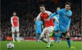 Vụ Ozil: Messi chất vấn BLĐ Barca