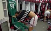 Bị CĐV Milan chỉ trích, Donnaruma chỉ biết khóc trong phòng thay đồ