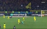 Cực hài trận Nantes-PSG: Trọng tài vung chân trả đũa rồi rút thẻ đỏ đuổi Diego Carlos
