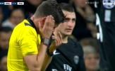 Bi hài cảnh trọng tài Rocchi lãnh trọn cú sút của Neymar