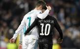 Thân mật với Ronaldo, Neymar lại khiến CĐV Real mừng thầm