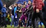 Aguero ẩu đả với CĐV: Động thái từ FA