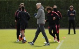 Arsene Wenger cảnh báo học trò không được chủ quan