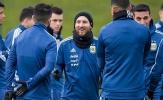 Đến Manchester, Messi cười rạng rỡ
