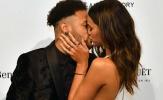 Quên chấn thương, Neymar và bạn gái 'khóa môi' nồng nàn