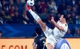 Ibra loại bỏ hậu vệ đối thủ bằng pha xử lý đẳng cấp ở độ cao 3 m