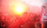 CĐV Liverpool quậy tung, cảnh sát bạo động vào cuộc