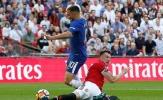 Dùng tuyệt chiêu 'lưỡi liềm gạt' lỗi, Phil Jones khiến Man Utd bại trận cay đắng