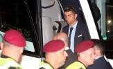 Ronaldo và đồng đội lộ vẻ mệt mỏi khi hành quân đến Kiev trong đêm