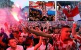 CĐV Croatia ăn mừng ngợp trời, không thiếu gái đẹp và pháo sáng