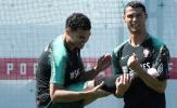 Ronaldo 'gánh' cả đồng đội trên sân tập Bồ Đào Nha