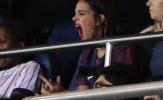 Bạn gái ngáp ngắn, ngáp dài xem Neymar thi đấu