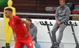 Klopp 'chán đời' canh các ngôi sao Liverpool tập luyện