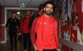 Vượt bão chỉ trích, Salah vẫn tươi cười xuất hiện tại Anfield