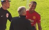 CĐV Man Utd 'tan chảy' với cái ôm giữa Mourinho và Martial