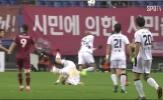 Cầu thủ Hàn Quốc ngã gãy cổ, mất trí nhớ khi đang thi đấu
