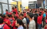CĐV Việt Nam gặp khó ở Bukit Jalil vì vấn đề WC
