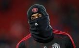 Cầu thủ Liverpool căng thẳng, phía M.U xuất hiện ninja trên sân Anfield