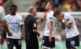 Cựu sao Man United nhận thẻ đỏ, Everton gây thất vọng ngày khai màn