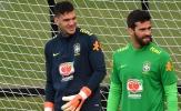 CĐV Liverpool: 'Đừng so sánh họ; Alisson hơn cậu ấy cả dặm'